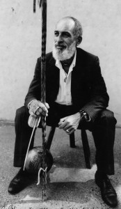 Mestre_No_seated-174x300